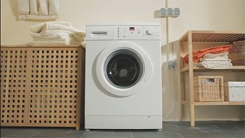 Reinigt die waschmaschine von innen und entfernt ablagerungen